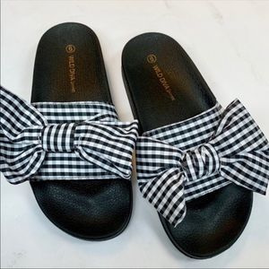 Gingham bow sandals 🎀